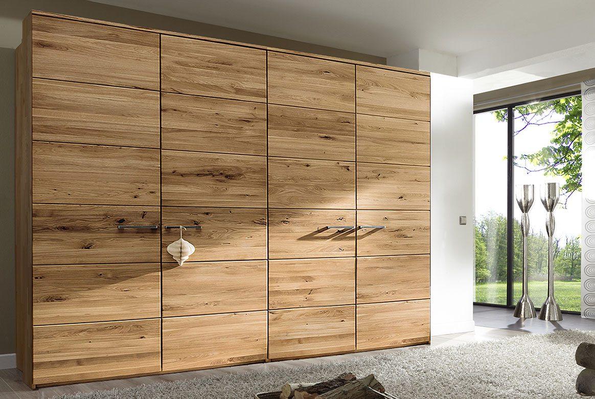 Abbildung Schlafzimmer Kleiderschrank in Massivholz Wildeiche geölt   F6