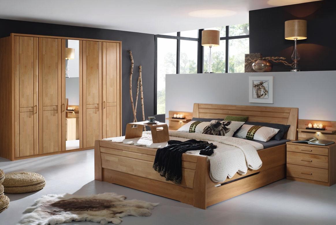 Abbildung Schlafzimmer mit Komfortbett 180x200 u. Kleiderschrank 5-trg. mit 1 Spiegel Front Erle Sitara   S44
