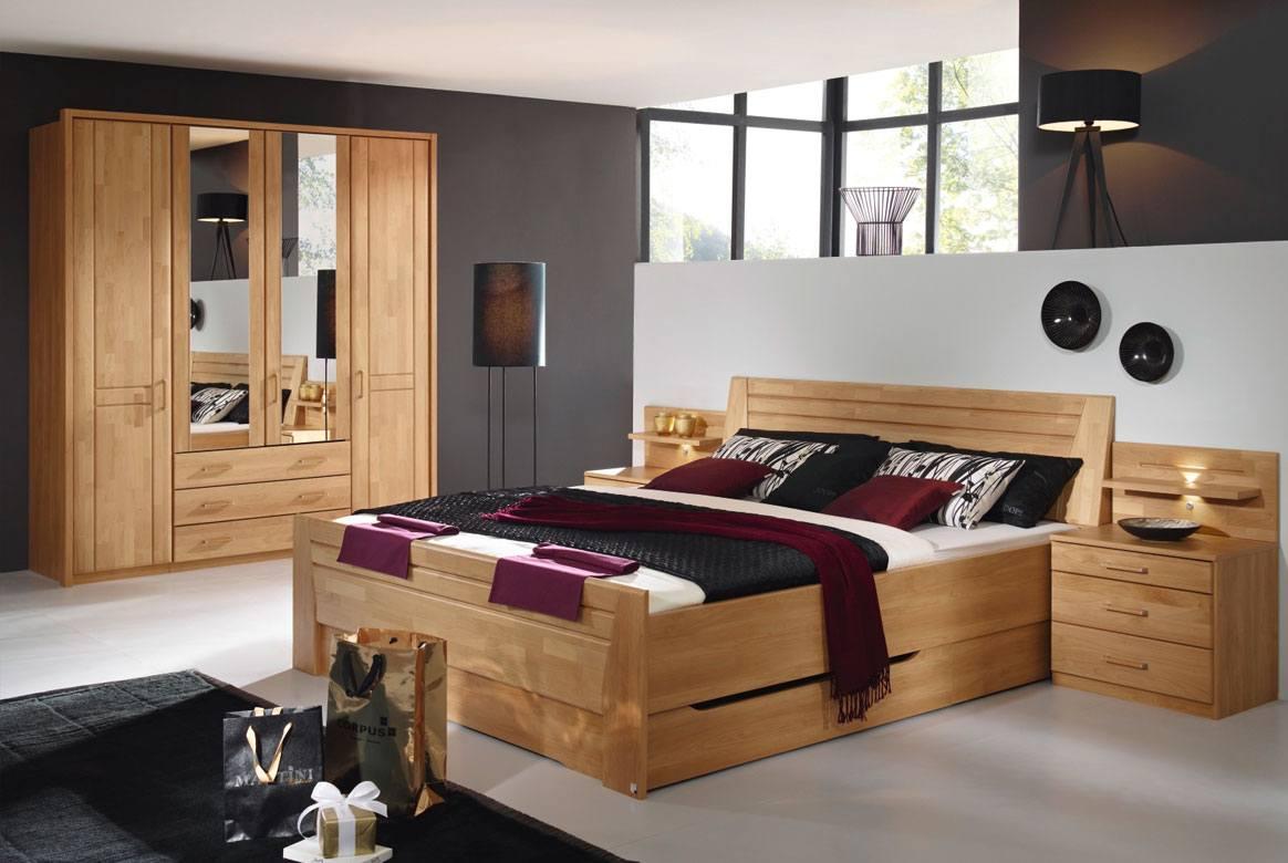 Abbildung Schlafzimmer mit Komfortbett 180x200 u. Kleiderschrank 4-trg. mit Spiegel Front Erle Sitara | S49