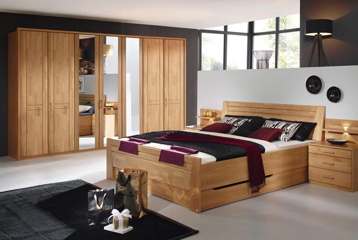 Abbildung Schlafzimmer mit Komfortbett 180x200 u. Kleiderschrank 7-trg. mit 3 Spiegel Front Erle Sitara | S59