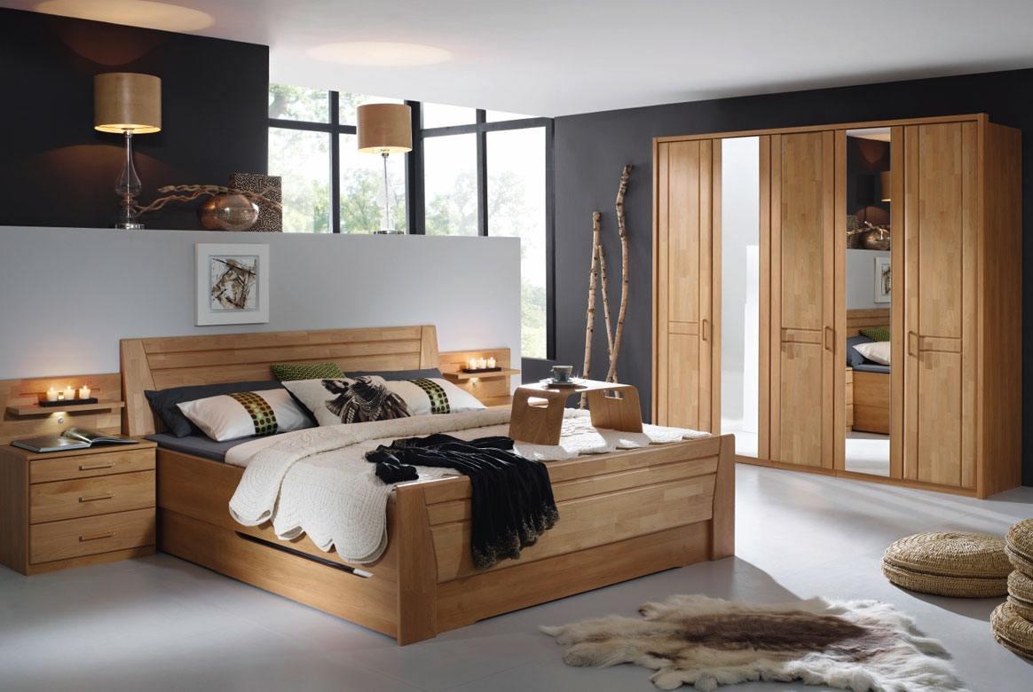 Abbildung Schlafzimmer mit Komfortbett 180x200 u. Kleiderschrank 5-trg. mit 2 Spiegel Front Erle Sitara   S71