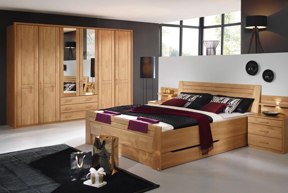 Abbildung Schlafzimmer mit Komfortbett 180x200 u. Kleiderschrank 4-trg. mit Spiegel Front Erle Sitara | S82