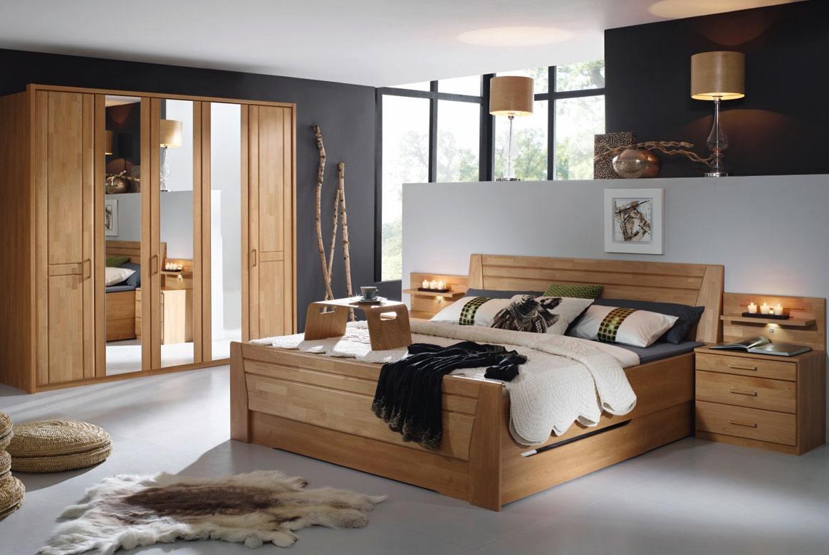 Abbildung Schlafzimmer mit Komfortbett 180x200 u. Kleiderschrank 5-trg. mit Spiegel Front Erle Sitara | S37