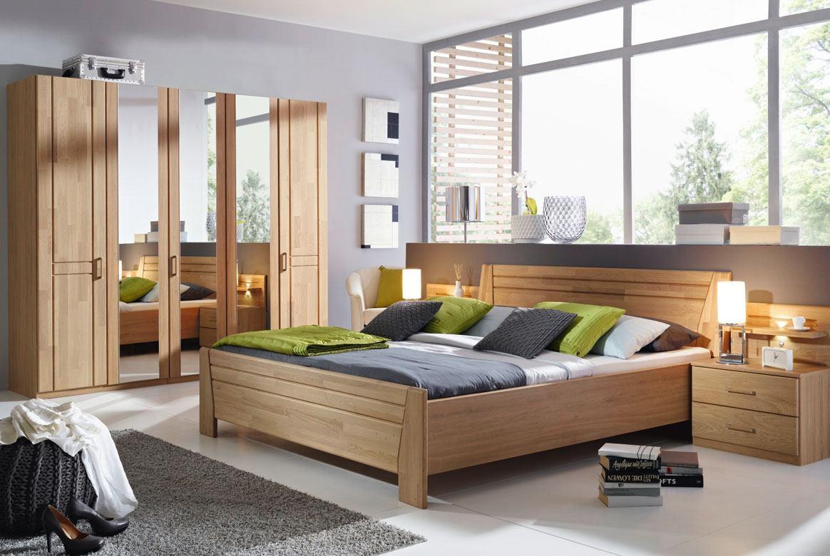 Abbildung Schlafzimmer mit Komfortbett 180x200 u. Kleiderschrank 5-trg. mit Spiegel Front Erle Sitara | W72
